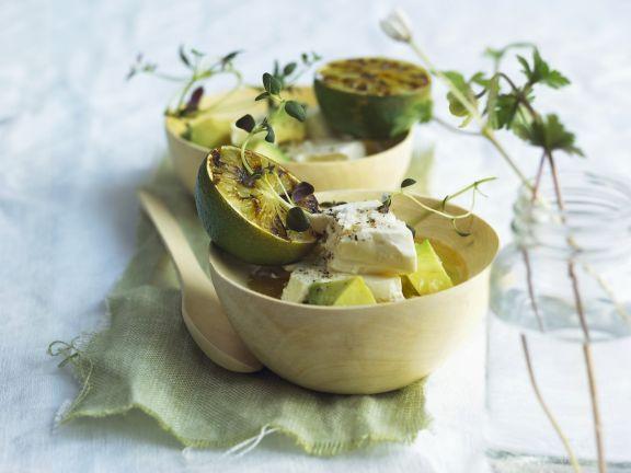 Avocado mit Schafskäse und Grill-Limette