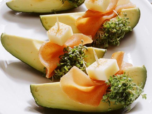 Avocado mit Schinken und Käse