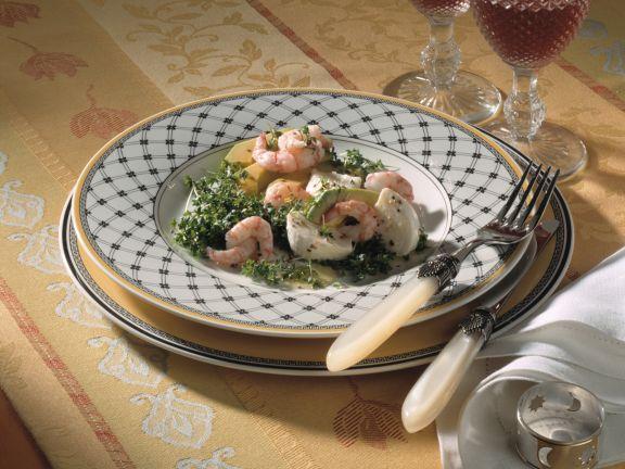 Avocado-Salat mit Shrimps und Mozzarella