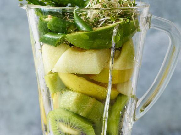 Avocado-Smoothie mit Basilikum