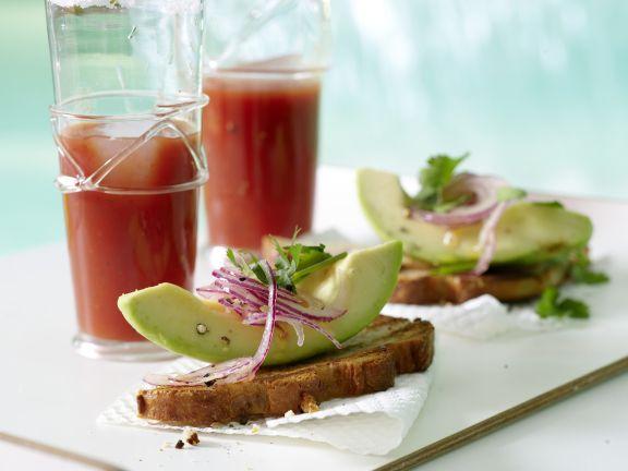 Avocado-Toast mit Koriander