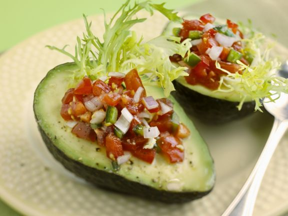 Avocados mit Tomaten-Salsa