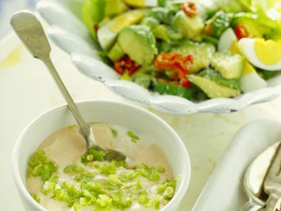 Avocadosalat mit Joghurtsauce