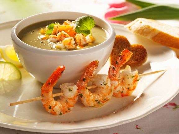 Avocadosuppe mit Shrimps
