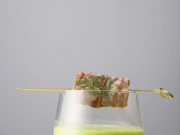 Bärlauch-Spinatsuppe mit Lamm