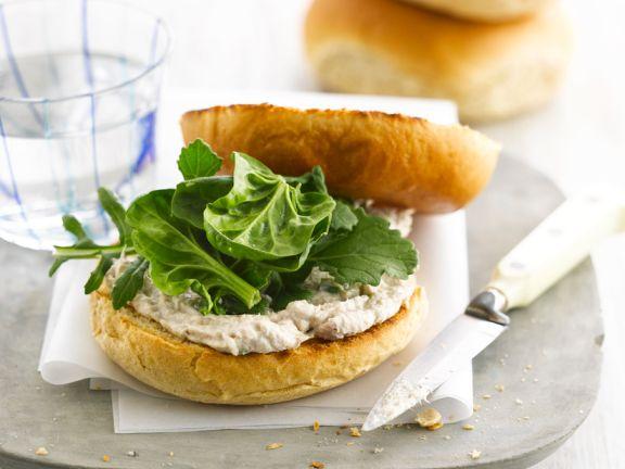 Bagels mit Makrelencreme und Spinat
