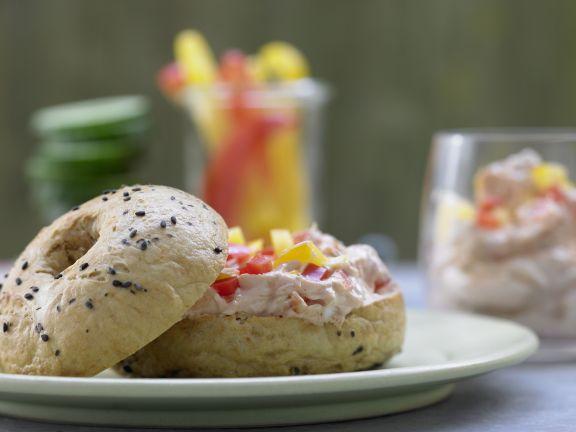 Bagels mit Paprika und Frischkäsecreme