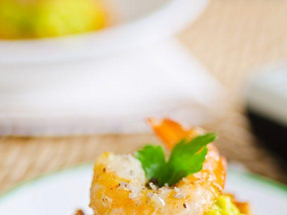 Bananen-Häppchen mit Shrimps und Avocado