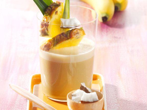 Bananen-Kokos-Shake mit Ananas