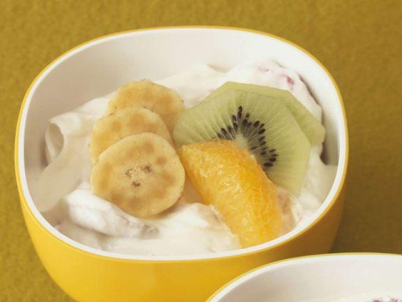 Bananenquark mit Kiwi und Orangen