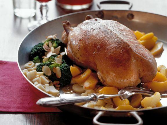 Barbarie-Ente mit Pfirsichen und Brokkoli