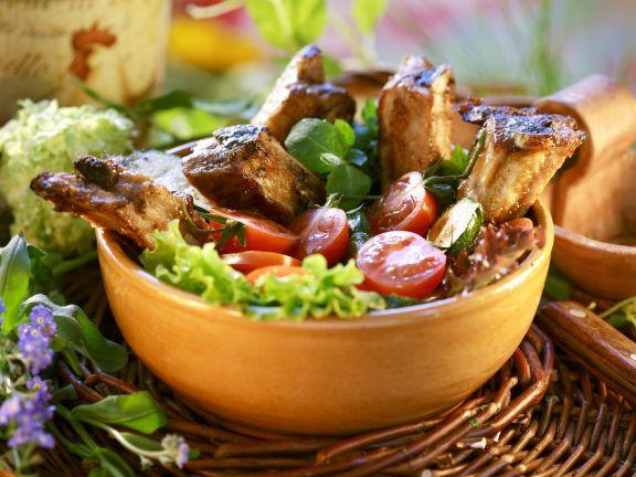 Barbecue-Spareribs mit Honig glasiert dazu Blattsalat