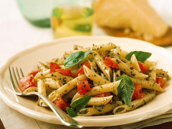 Basilikum-Pasta mit Tomaten