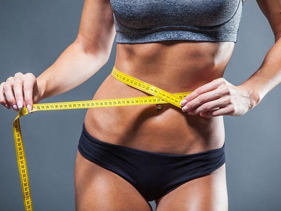 Bauchfett reduzieren - Taillenumfang wird gemessen