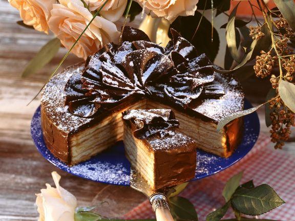 Baumkuchen mit Schokoladenverzierung