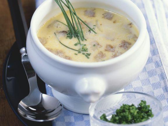 Bayerische Brotsuppe mit Schnittlauch