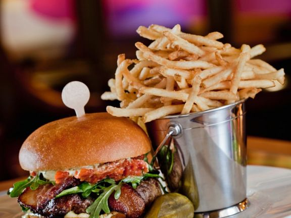 Beef Burger mit Ziegenkäse