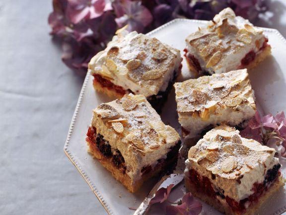 Beerenkuchen mit Baiser-Mandel-Haube