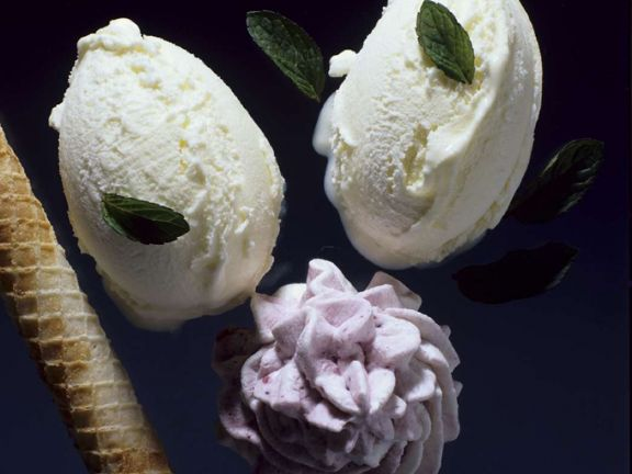 Beerensahne mit Eis