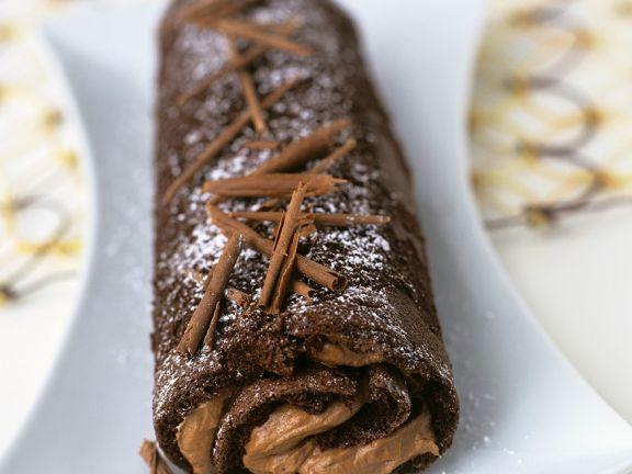 Biskuitrolle mit Schokoladen-Fudge