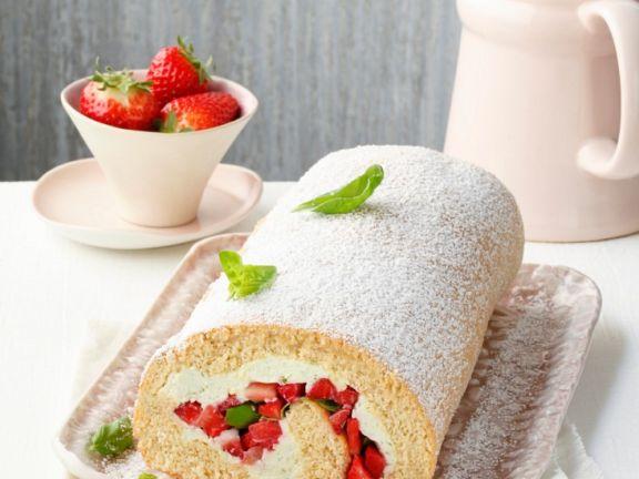 Biskuitroulade mit Erdbeerfüllung