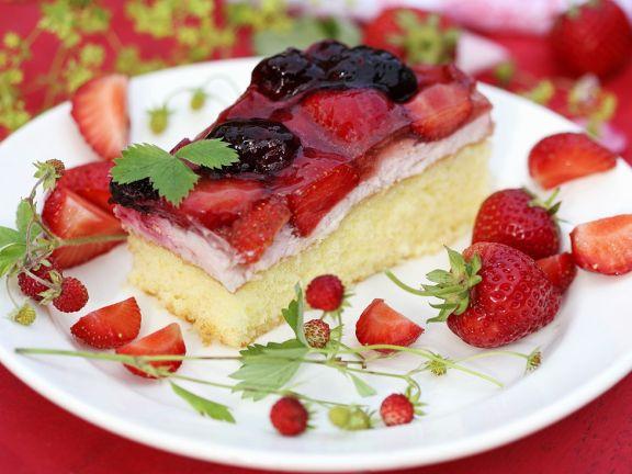 Biskuittkuchen mit Quarkcreme und Beeren