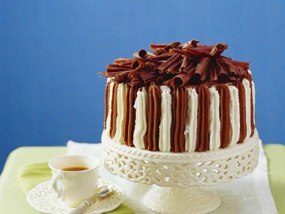 Biskuittorte mit Schokoladencreme