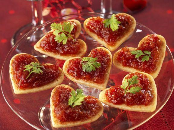 Blätterteig-Canapes mit Tomatensauce