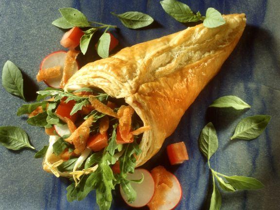 Blätterteig-Wrap mit Gemüse und Salat