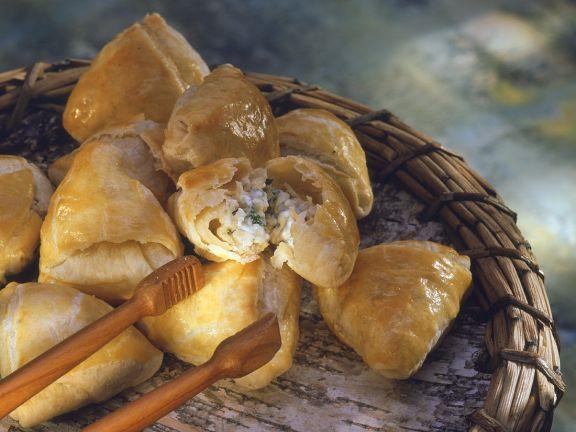 Blätterteigtaschen mit Käsefüllung