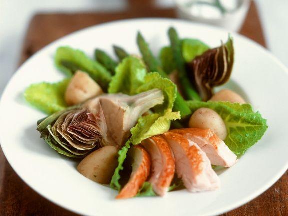 Blattsalat mit Artischocke und Hähnchen