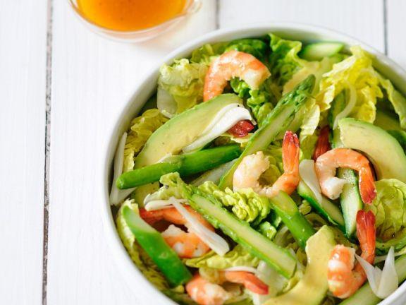 Blattsalat mit Avocado und Shrimps