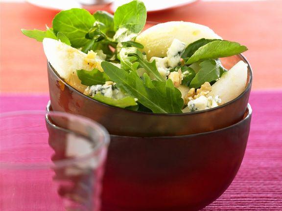 Blattsalat mit Birne und Blauschimmelkäse