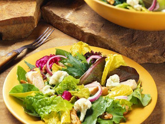 Blattsalat mit Blumenkohl und Hähnchen