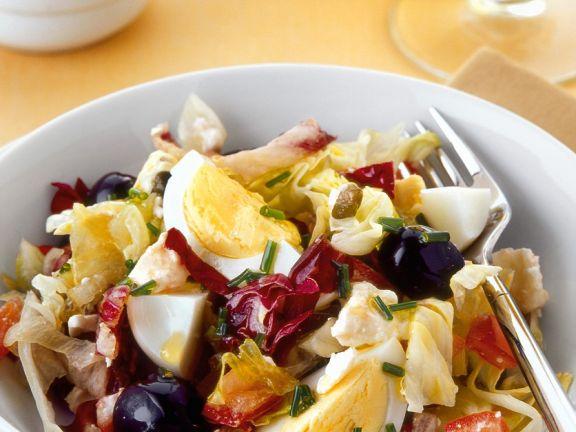 Blattsalat mit Ei