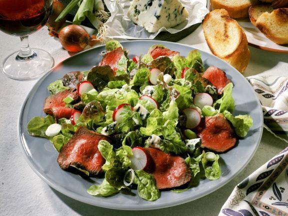 Blattsalat mit Entrecote und Blauschimmelkäse
