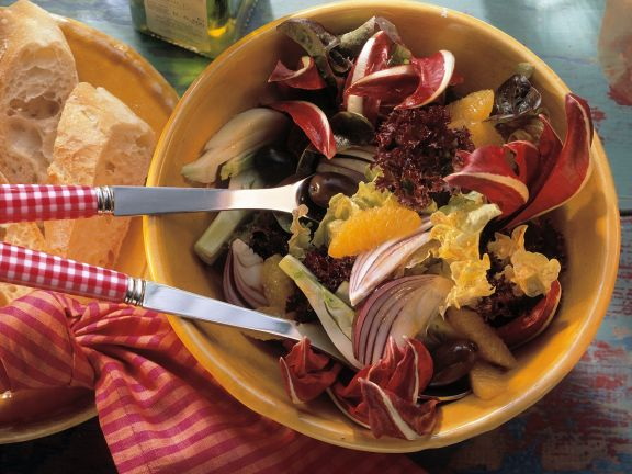 Blattsalat mit Fenchel und Orangendressing