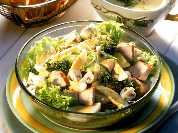 Blattsalat mit gebratener Hähnchenbrust