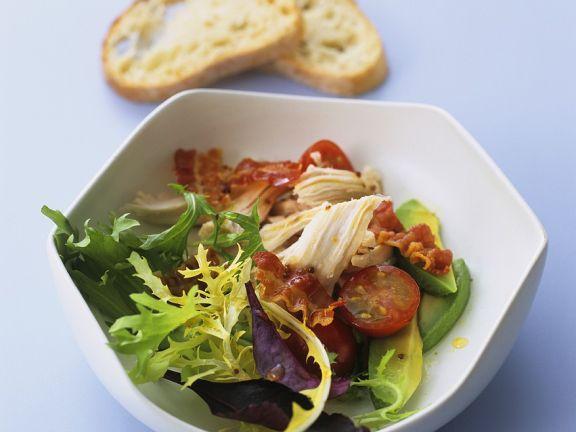 Blattsalat mit gegrilltem Hähnchen
