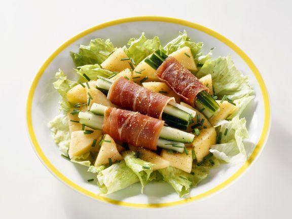 Blattsalat mit Gurken, Schinken und Melone