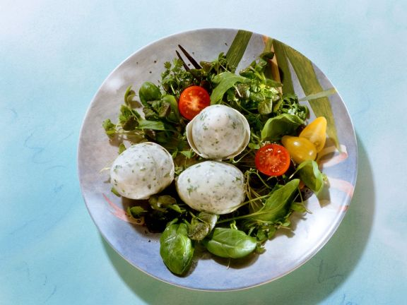 Blattsalat mit Kräuter-Buttermilchgelee