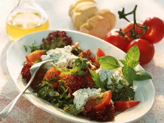Blattsalat mit Kräutercreme
