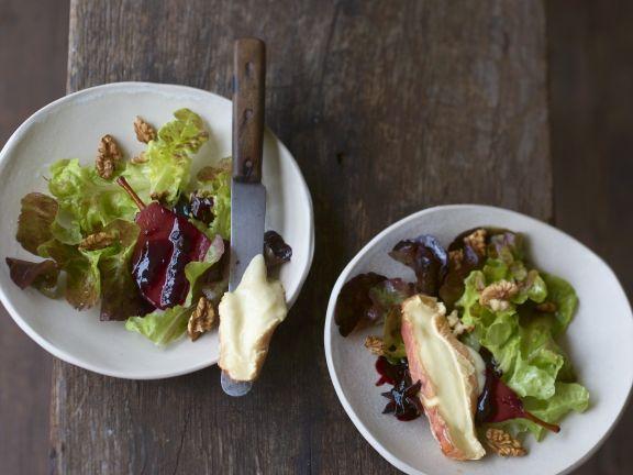Blattsalat mit Rotweinbirne und Epoisses de Bourgogne