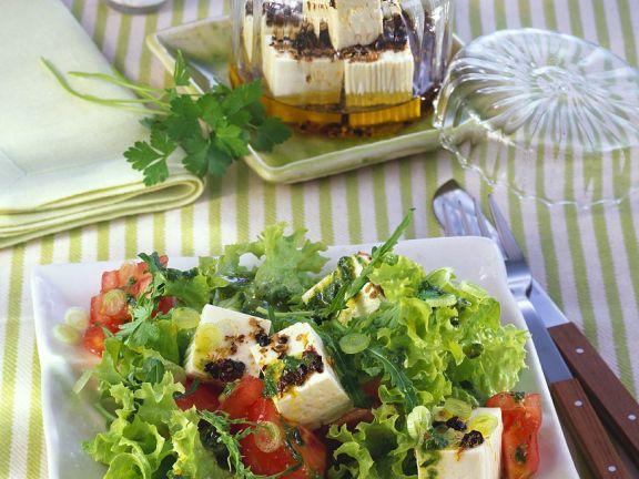 Blattsalat mit Tomaten und Feta