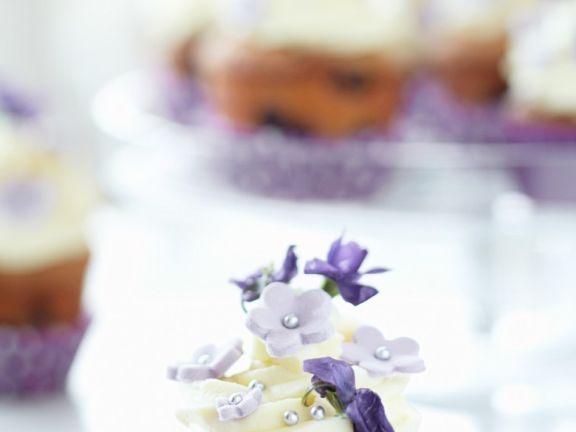 Blaubeercupcake mit Veilchen