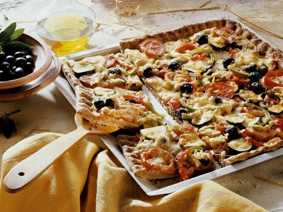 Blech-Pizza mit Gemüse