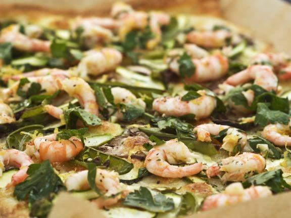 Blechpizza mit Shrimps, Gemüse und Kräutern