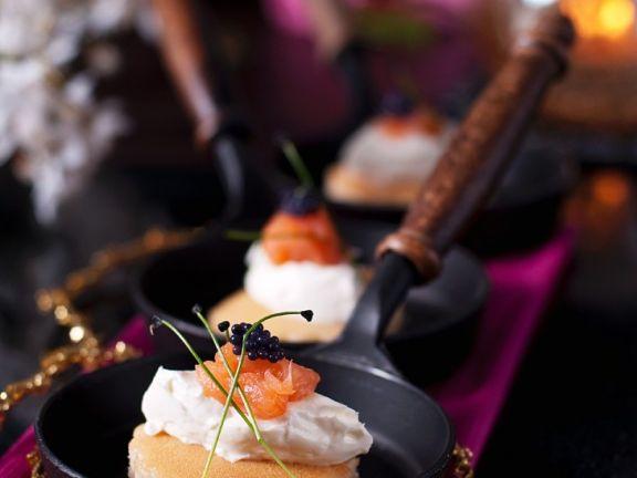 Blinis mit Lachs und Kaviar