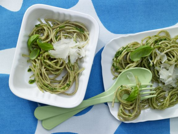 Blitznudeln mit grünem Pesto