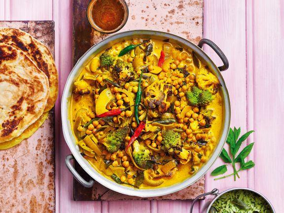 Blumenkohl-Curry mit Romanesco und Kichererbsen